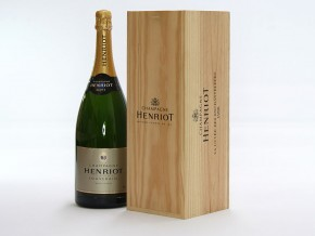 Sparkling wine wooden packaging