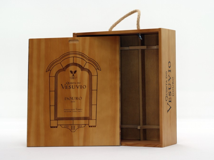 Wooden boxes for wine
